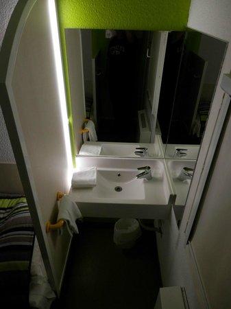 hotelF1 Brive Ussac: Lavabo