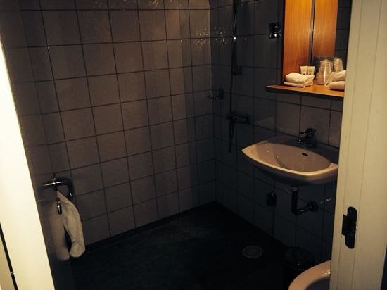 Scandic Park Sandefjord: double room bathroom