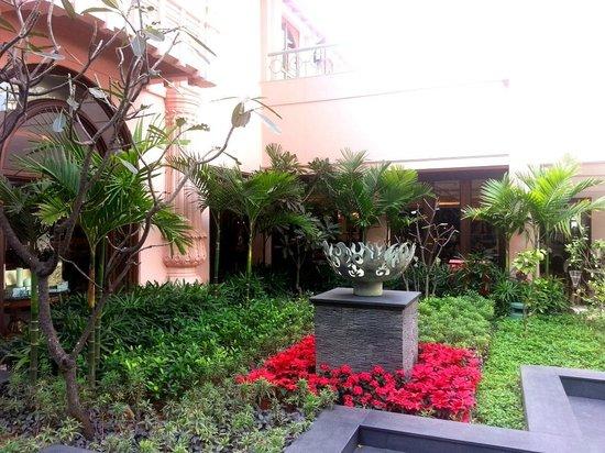 The Leela Palace Bengaluru : Greenary
