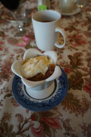 The Chestnut Cottage Bed and Breakfast: Warmer Obstsalat mit Joghurt