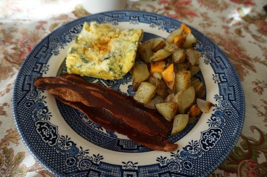 The Chestnut Cottage Bed and Breakfast: Rohe Bratkartoffeln, harter Bacon, aber leckere Eierspeise