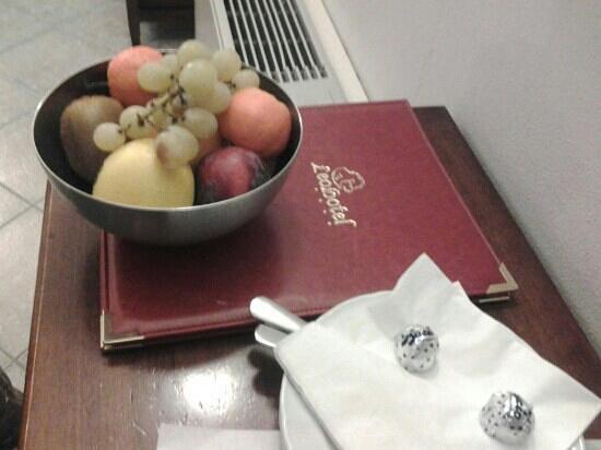 Leo Hotel: cesto frutta e baci: graditi