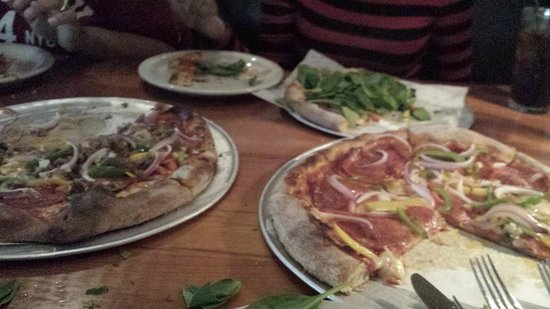 The Parlor Pizzeria : Pizza taste better than it looks!