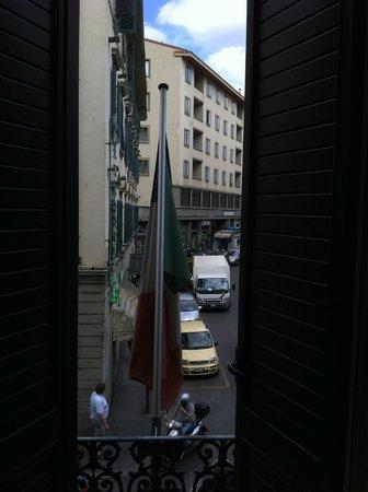 Hotel Boccaccio: 窓の外に見えるScala通り。
