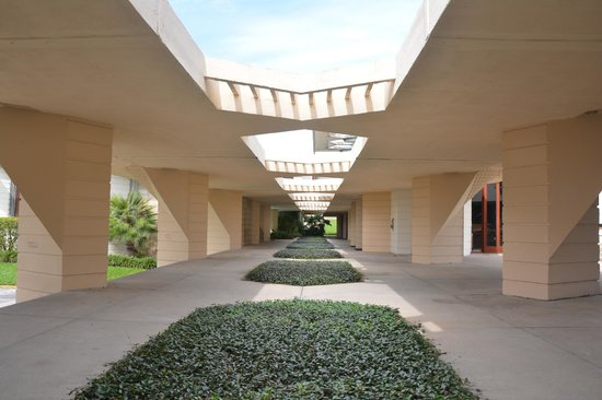 Florida Southern College: The Esplanade