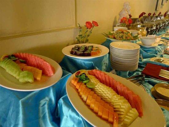 Adhi Jaya Hotel: Desert - buffet lunch