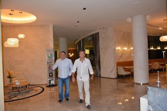 Jumeirah at Etihad Towers: Unterwegs im Hotel  (-;