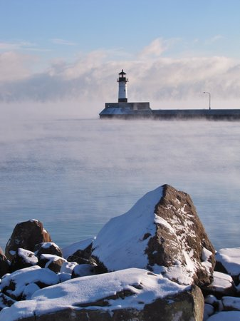 Canal Park Lodge: Lake Superior enters into Duluth/Superior Harbor