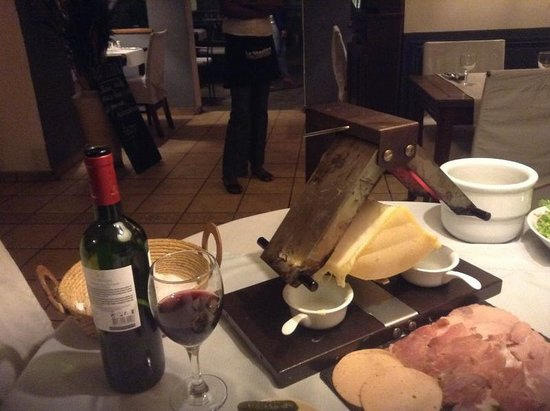 Hotel La Ribaudiere: вот такой он, раклет!