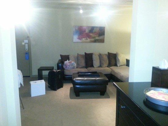 V Boutique Hotel: Living area