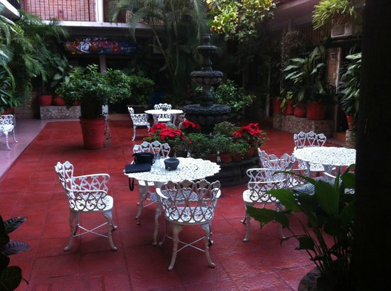 Hotel Posada de Roger: interior courtyard