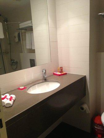 Harmony Hotel Jerusalem - an Atlas Boutique Hotel: shower