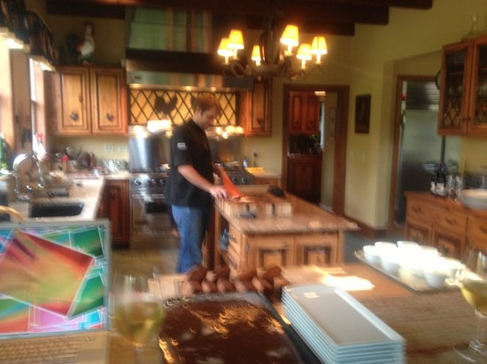 Glen Gordon Manor : Trent making our gourmet dinner!