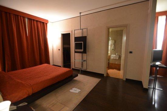 Hotel Valentino: angolo della ns souite con primo bagno
