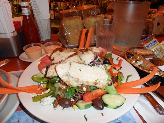 Good Stuff Diner: just look at the size of this salad