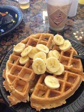 Drury Inn & Suites Flagstaff: waffle machine at breakfast for delicious waffles