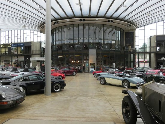 Classic Remise Dusseldorf: Main Display Hall and Cafe