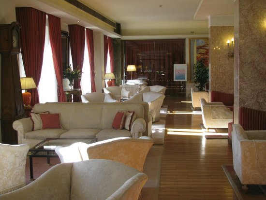Plaza Lucchesi Hotel: Lobby