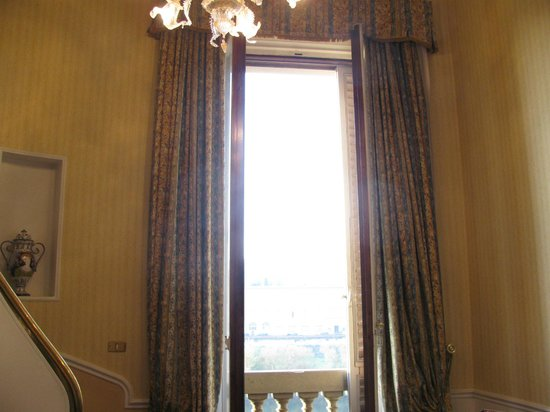 Plaza Lucchesi Hotel: Window in room