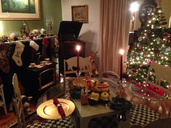 Stirling House Bed and Breakfast: Holiday Cheer!