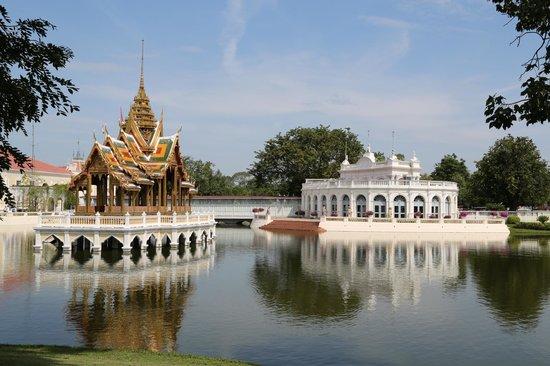 Bang Pa-In Palace: Costruzioni all'interno del parco