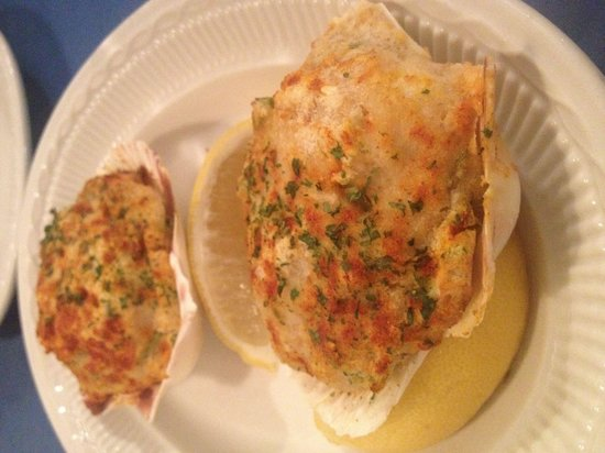 Wickford Diner : Stuffed scallops