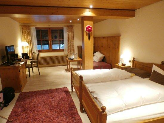 BEST WESTERN Hotel Hofgut Sternen: Zimmer 303 in der Kuckucksuhrenetage