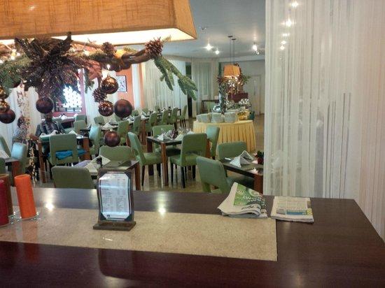 Courtyard Paramaribo: Dining