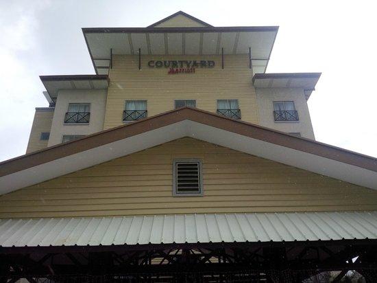 Courtyard Paramaribo: Front Entrance