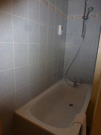 Hotel Continental: bath