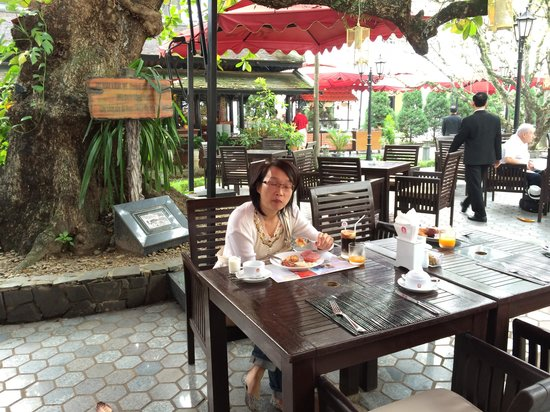 Hotel Saigon Morin: Breakfast in the Garden