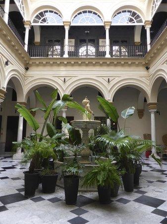 Hotel Palacio de Villapanes : Lobby