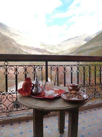 Riad Atlas Toubkal : Tea on the balcony of room 4