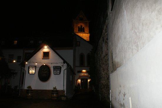 Hotel Kurfürst Kamp: Hotel at night