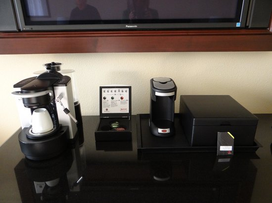Miami Marriott Dadeland: Both coffee makers in our concierge level room