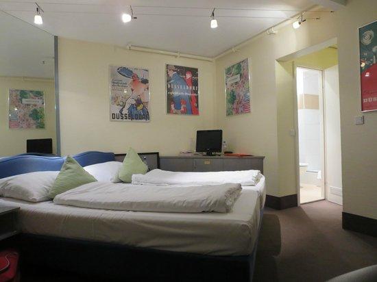 Monopol Hotel: Bedroom