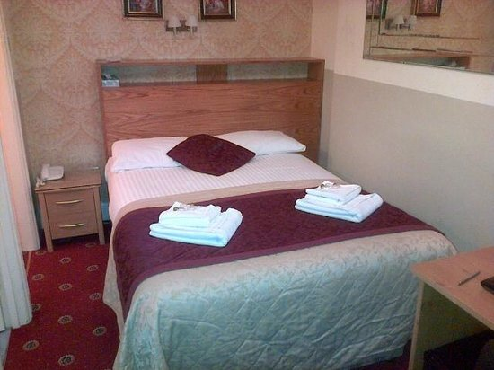 Marble Arch - Gloucester Place Hotel : Nice fresh clean linen and towels. Perfect for solo.