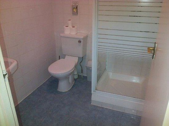 Marble Arch - Gloucester Place Hotel: Good modern electric power shower