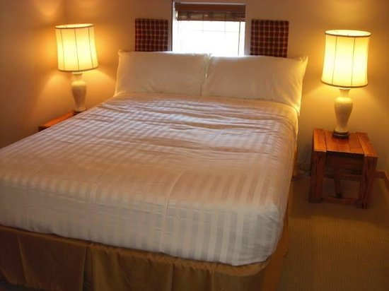 Deep Water Inn: Room 4