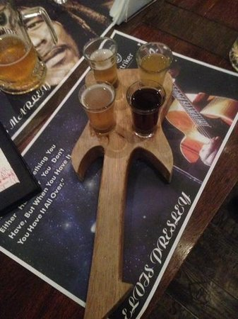 Striker Pub and Brewery: sampler guitar