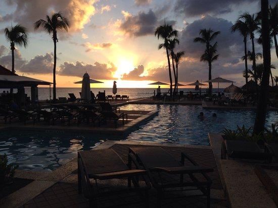 Curacao Marriott Beach Resort & Emerald Casino: Zwembad @ Seabreeze restaurant