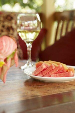 Umajati Retreat : watermelon and white wine