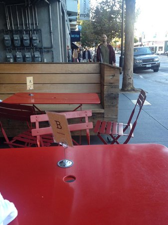 Mission Cheese: Outdoor Seating