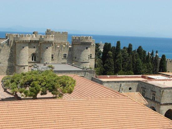 Roloi Clock Tower : O Palácio dos Grão-Mestres, visto da Torre do Relógio.