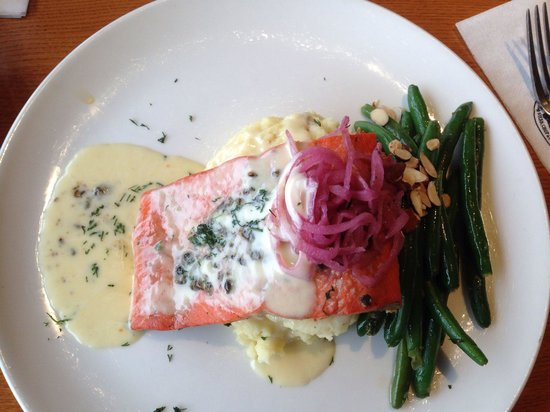 Stanley & Seafort's Steak Chop & Fishhouse: Peppercorn salmon with cream sauce