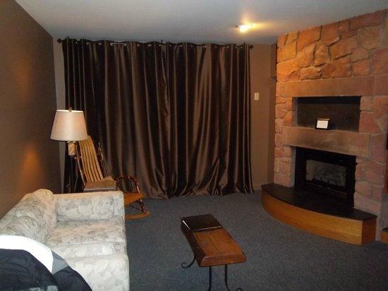 The Inn at Honey Run: Honeycomb room