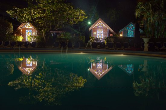 Torarica Hotel & Casino: pool by the evening