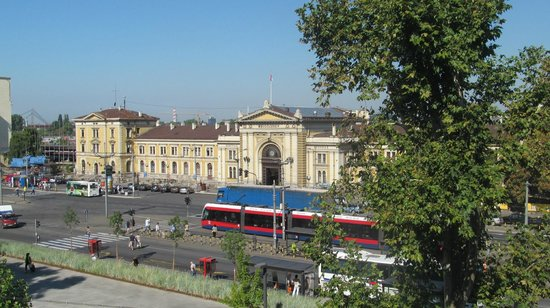 Belgrade City Hotel: Вид из номера на ж/д вокзал