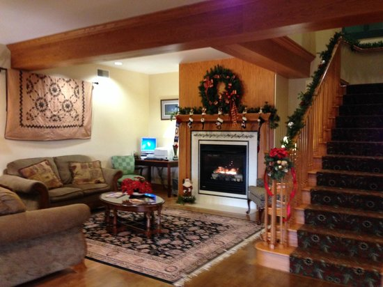 Lancaster Inn & Suites: Lobby Area