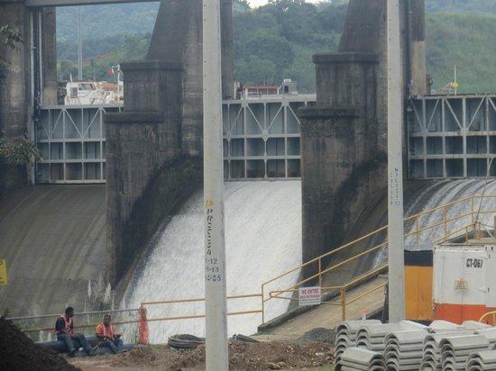 Panama Canal Railway: Spillway